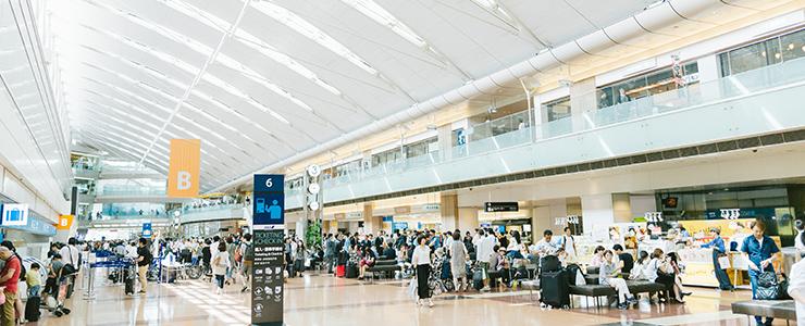旅行の玄関口・羽田空港のロビー