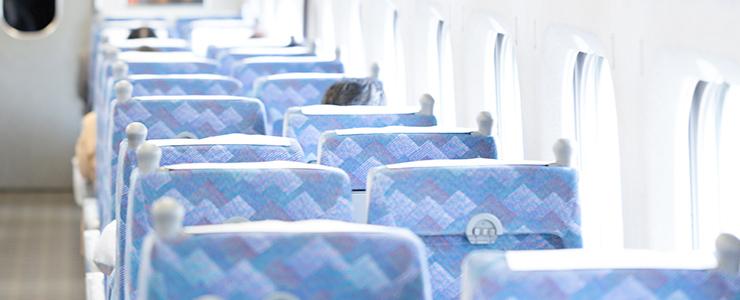 日帰りデートに向かう新幹線の車内