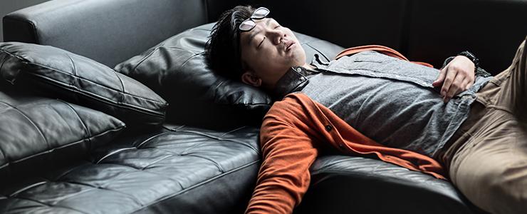せっかくの休日もする事がなく寝て過ごす30代男性